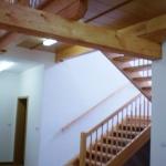 schodiště s lávkou